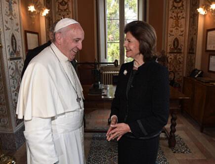 Drottning Silvia med påven Franciskus.