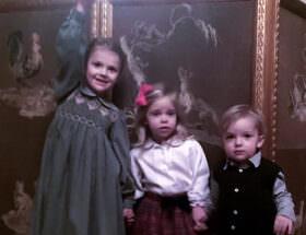 Prinsessan Estelle, prinsessan Leonore och prins Nicolas på jullunch på slottet