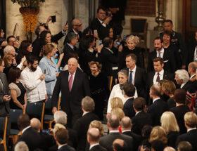 Kung Harald, drottning Sonja, kronprins Haakon och kronprinsessan Mette-Marit anländer till Rådhuset för 2016-års Nobels fredsprisutdelning.