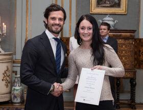 Prins Carl Philip delar ut Prins Bertils och Prinsessan Lilians Idrottsstipendium på Kungliga slottet.