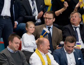 Prinsessan Estelle och prins Daniel på damernas Handbolls-EM på Hovet i Stockholm