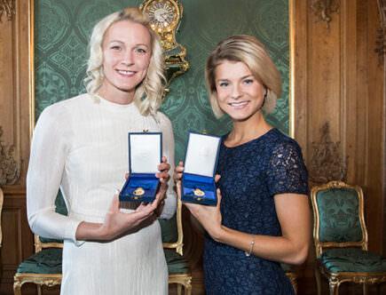 Duktiga idrottare simmerskan Sara Sjöström och Jenny Rissveds.