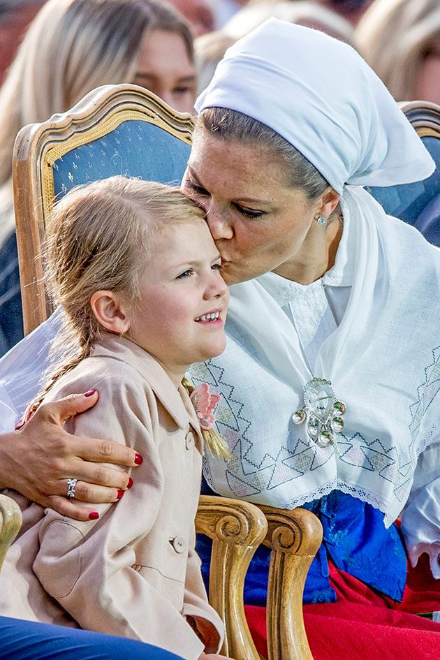 Kronprinsessan Victoria och prinsessan Estelle