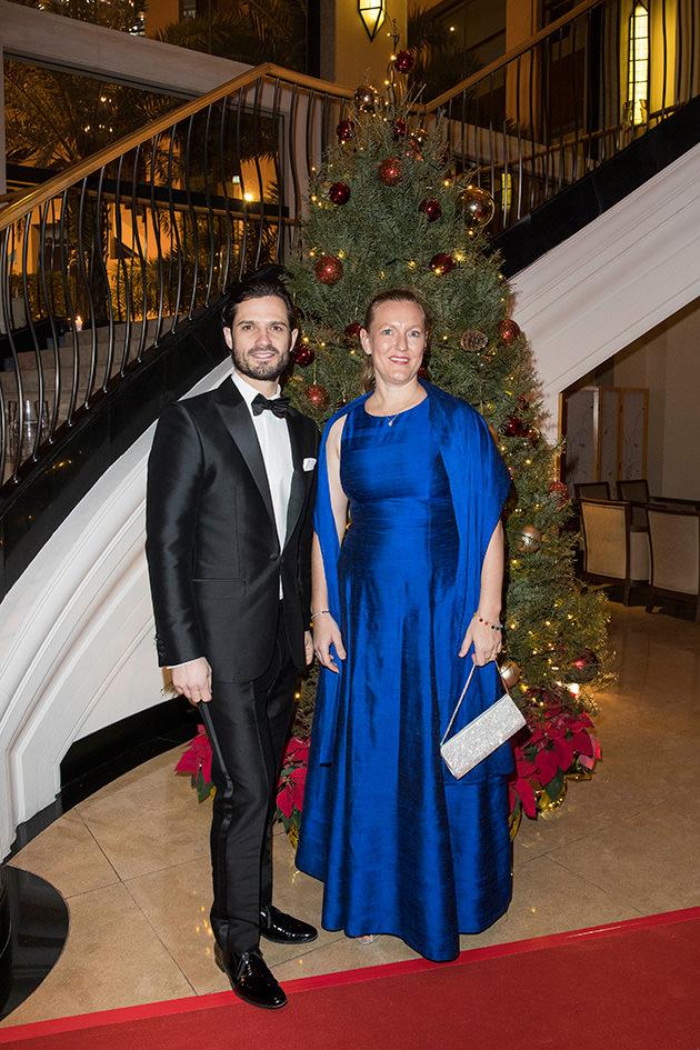 Prins Carl Philip tillsammans med generalkonsul Helena Storm.