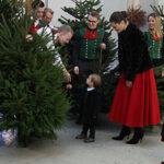 Kronprinsessan Victoria, prinsessan Estelle och prins Oscar, julgran Slottet