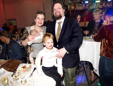 Edward Blom med hustrun Gunilla och barnen Melchior och Wilhelmina.