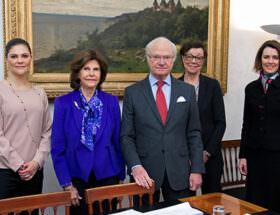 Kronprinsessan, Kungaparet, kabinettssekreterare Annika Söder och Cecilia Ruthström Ruin, enheten för Asien och Oceanien.