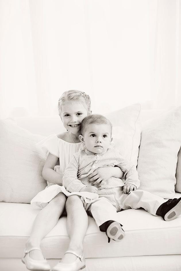 Prinsessan Estelle och prins Oscar hemma på Haga slott.