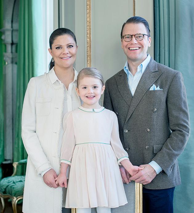 Kronprinsessan Victoria, prins Daniel, och lilla prinsessan Estelle.