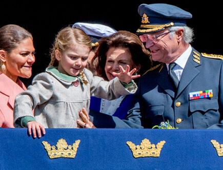 Kronprinsessan Victoria, prinsessan Estelle, drottning Silvia, kungen, prins Daniel, prins Oscar