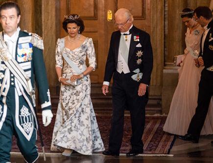 Kungen, drottning Silvia, kronprinsessan Victoria och prins Daniel, slottet