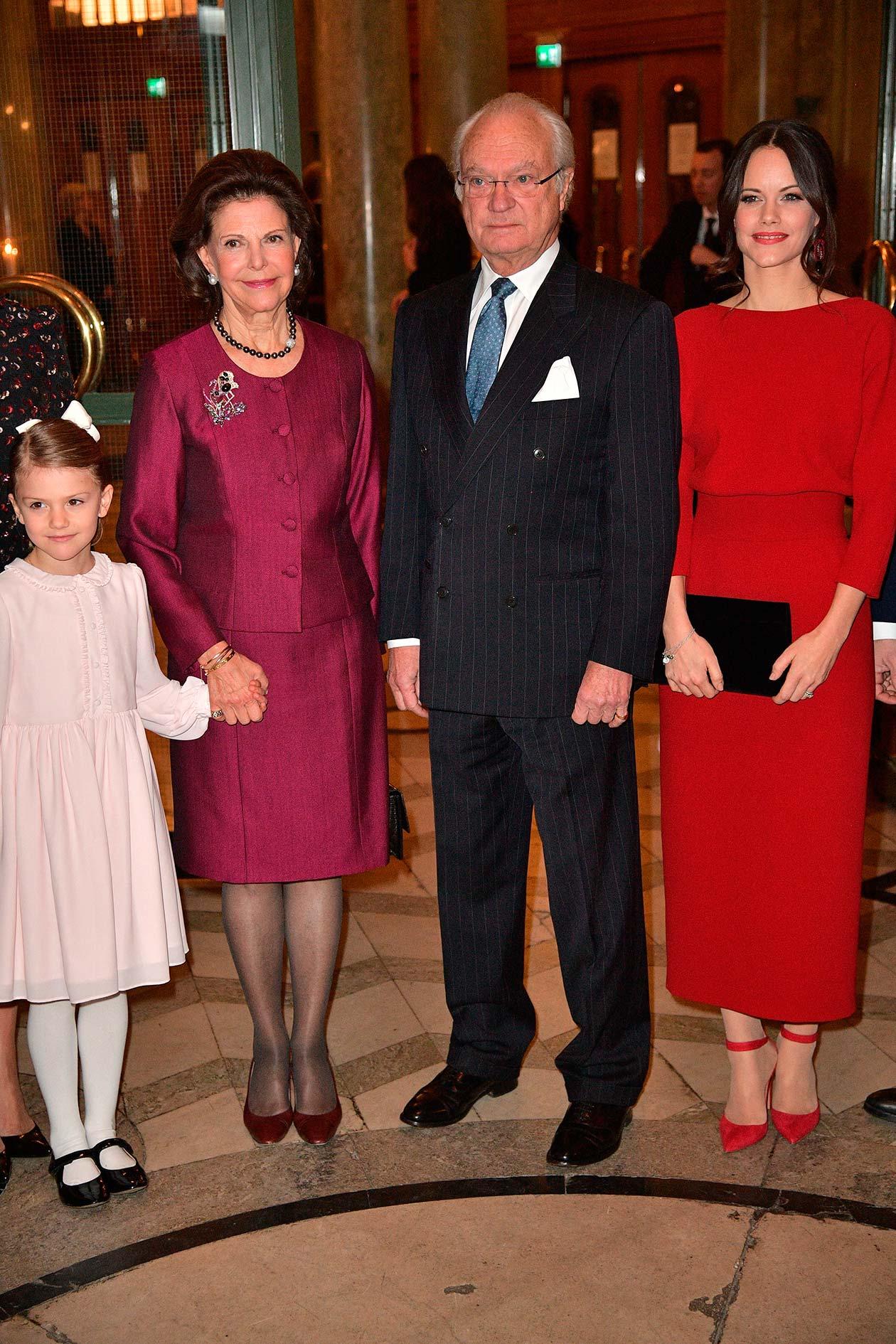 Kungen, drottningen, kronprinsessan Victoria, prins Daniel, prinsessan Estelle, prins Carl Philip, prinsessan Sofia, prinsessan Madeleine, Chris O'Neill
