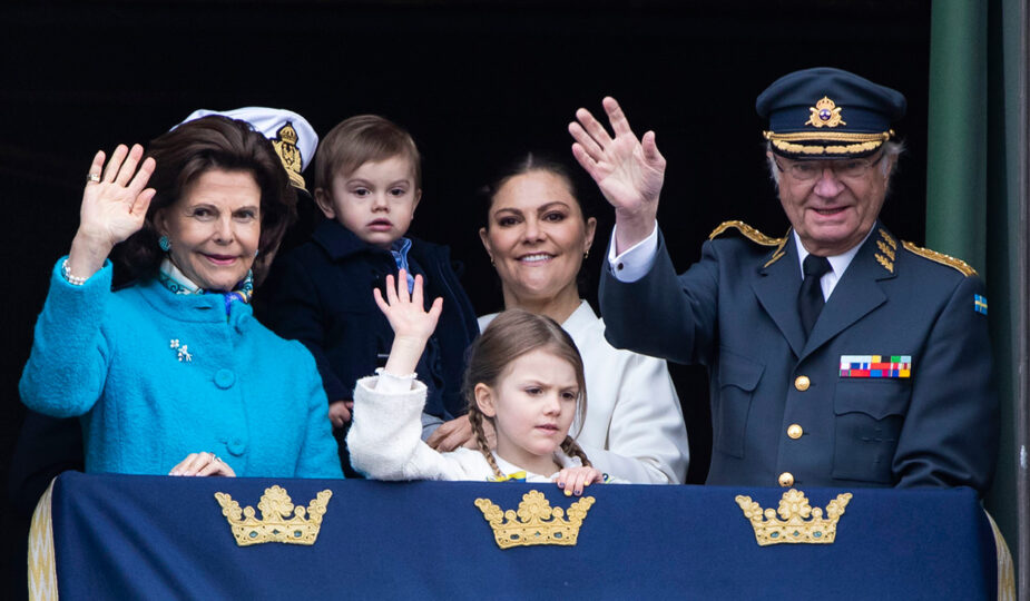 Kungen, drottning Silvia, kronprinsessan Victoria, prins Carl Philip, prins Daniel, prinsessan Estelle, prins Oscar