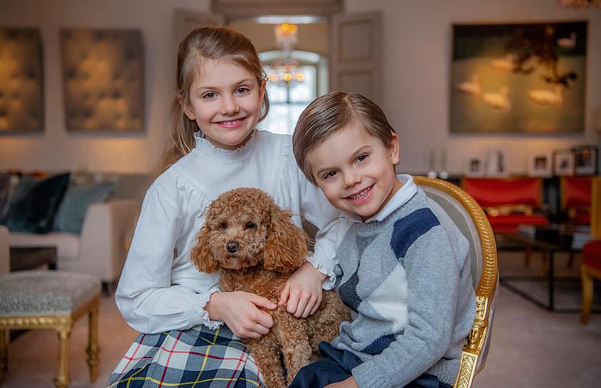 Prinsessan Estelle, prins Oscar och hunden Rio.