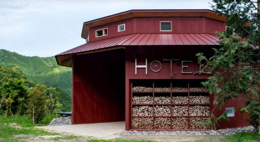 Zero waist hotel